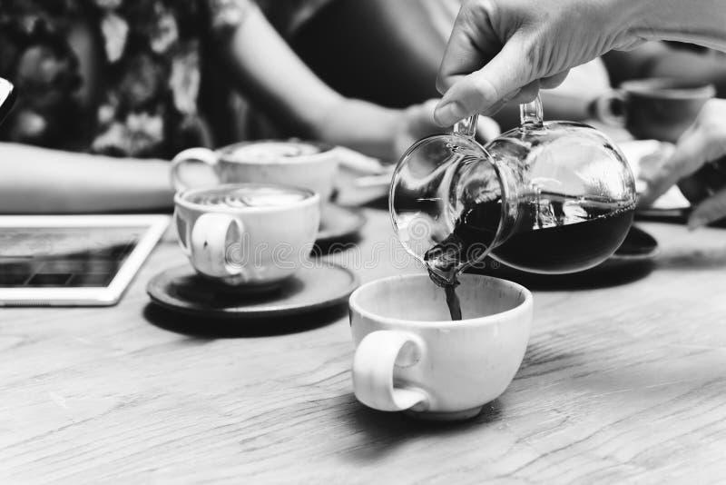 Концепция воссоздания релаксации напитка кофе выпивая стоковое изображение rf