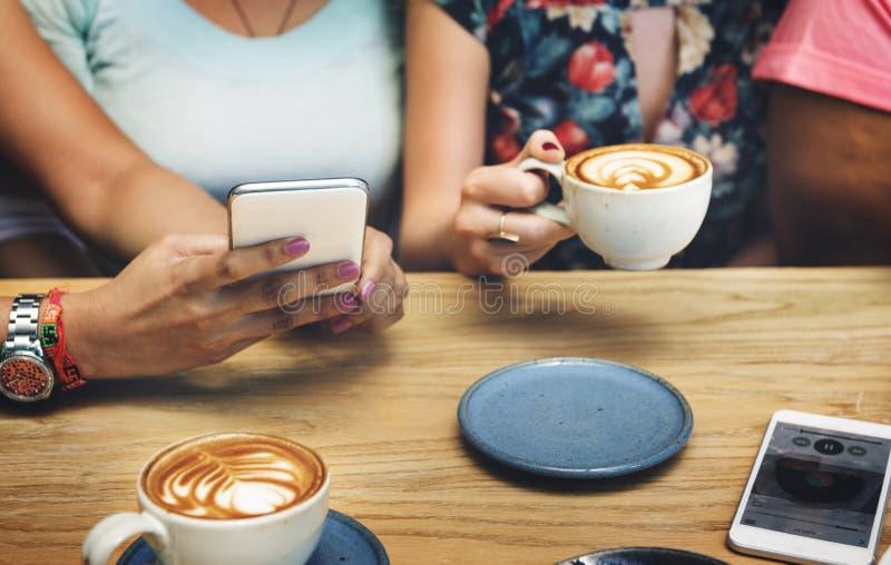 Концепция воссоздания релаксации напитка кофе выпивая стоковая фотография