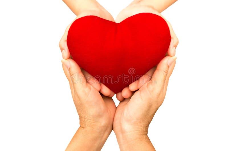 Концепция влюбленности и здравоохранения, женщина вручает держать красный iso сердца стоковое фото rf