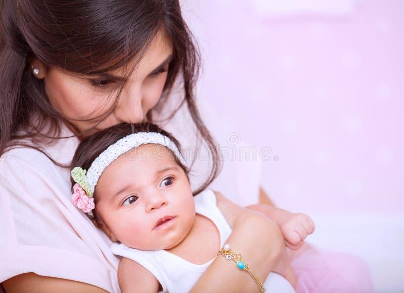 Концепция влюбленности матери стоковые фото