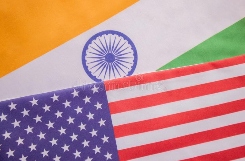 Концепция двухстороннего отношения между 2 странами показывая с 2 флагами: Соединенные Штаты Америки и Индия стоковые фото