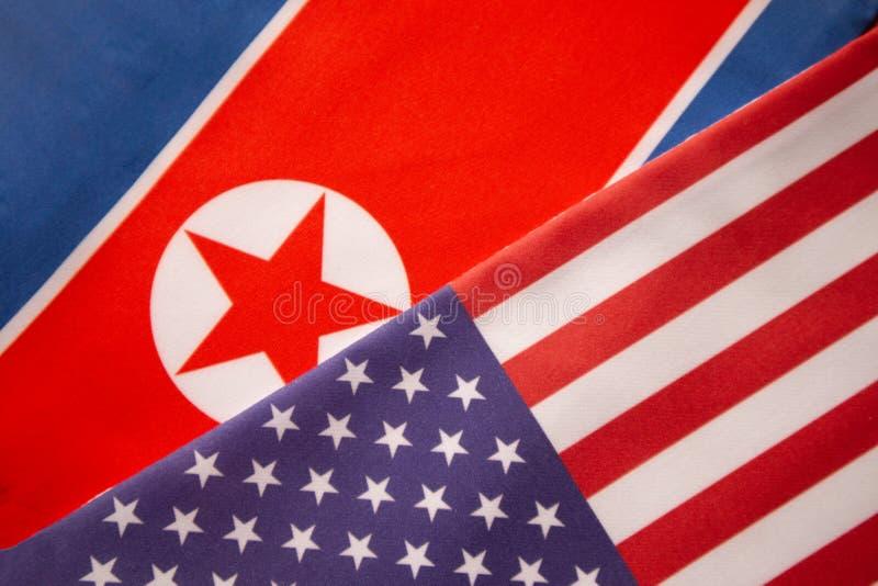 Концепция двухстороннего отношения между 2 странами показывая с 2 флагами: Соединенные Штаты Америки и Корейская Северная Корея стоковые фотографии rf