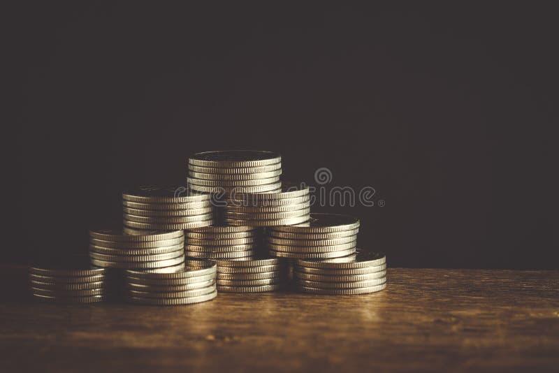 Концепция денег чеканит бат валюты тайский стоковые фото