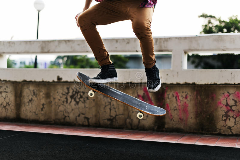 Концепция деятельности при конькобежца спорта скейтборда весьма стоковые изображения rf