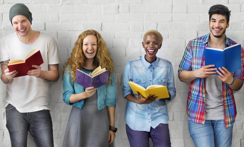 Концепция знания образования чтения молодости студентов взрослая стоковые фотографии rf