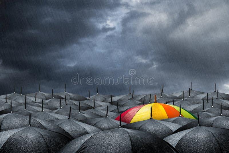 Концепция зонтика радуги стоковое изображение rf