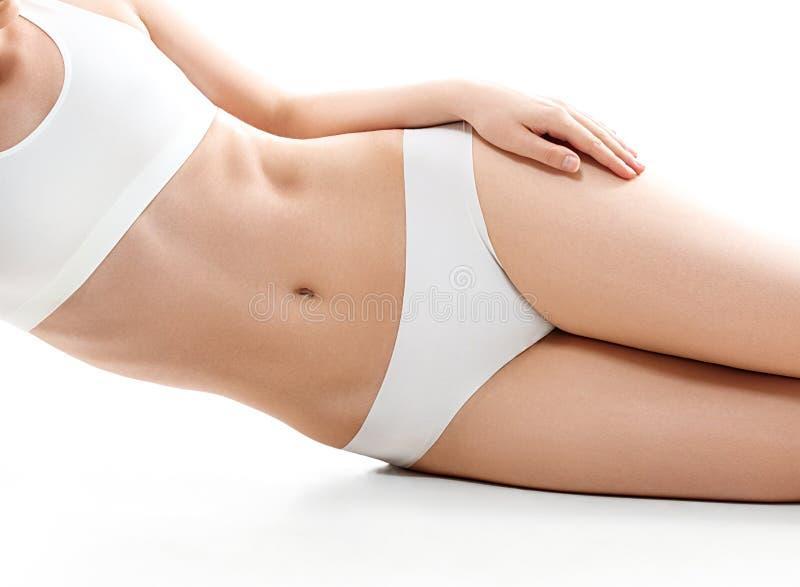 Концепция здоровья и красоты - красивая женщина в белом нижнем белье хлопка стоковые изображения rf