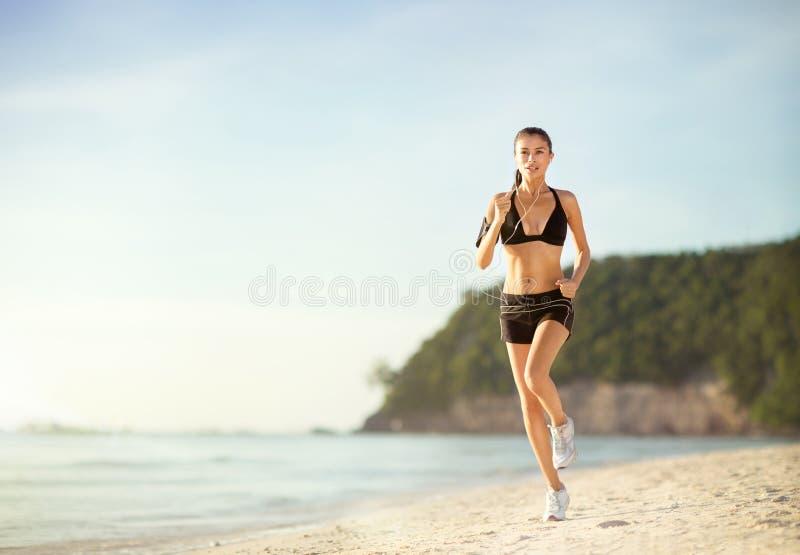 концепция здоровья разминки фитнеса женщины jogging стоковые изображения
