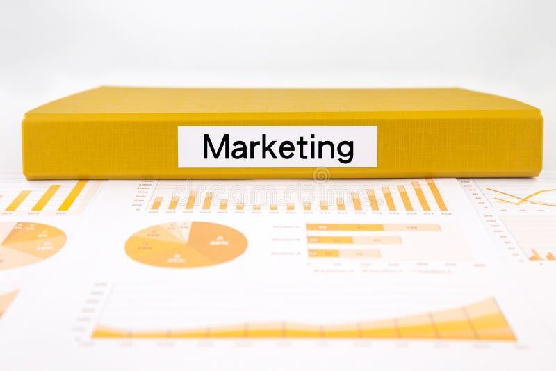 Концепция, диаграммы, диаграммы и рынок маркетинга отклоняют исследование стоковые фотографии rf