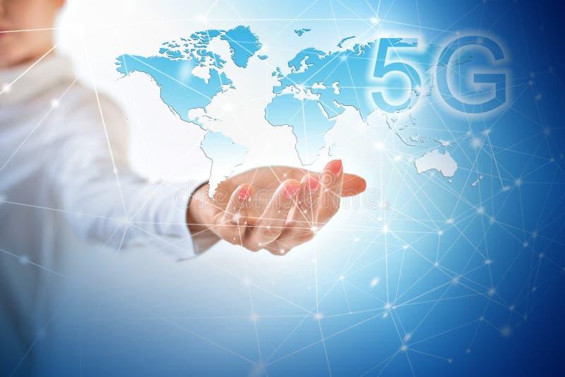 концепция интернета 5G k передвижная беспроволочная Карта от рук серия интернета руки самого лучшего глобуса принципиальных схем  стоковые фотографии rf