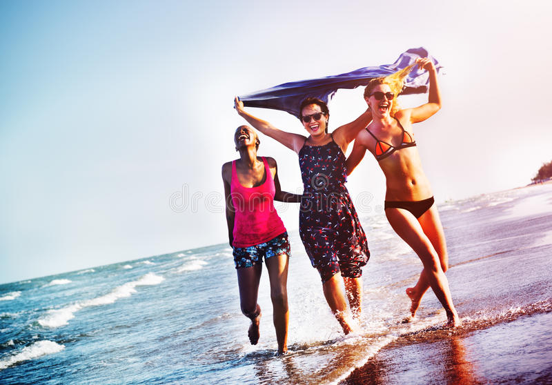 Концепция каникул пляжа лета девушек женственности стоковые фотографии rf