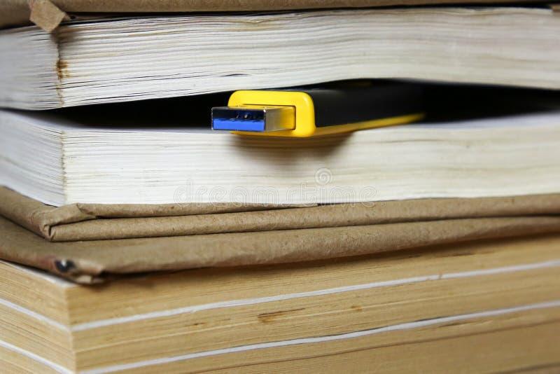Концепция, книга замены флэш-памяти стоковое фото