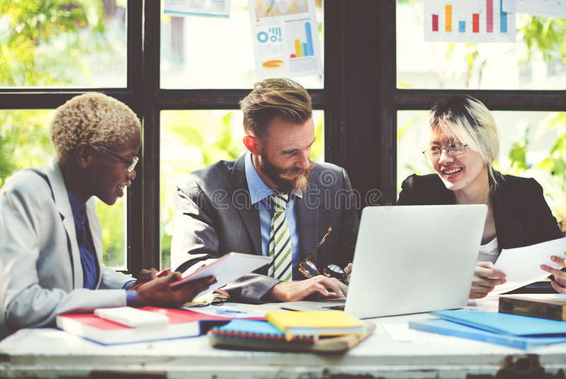 Концепция команды коллеги людей работая корпоративная стоковые изображения