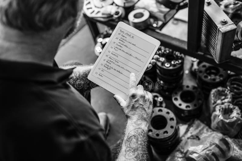 Концепция контрольного списка суеты владельца магазина дела стоковые изображения rf