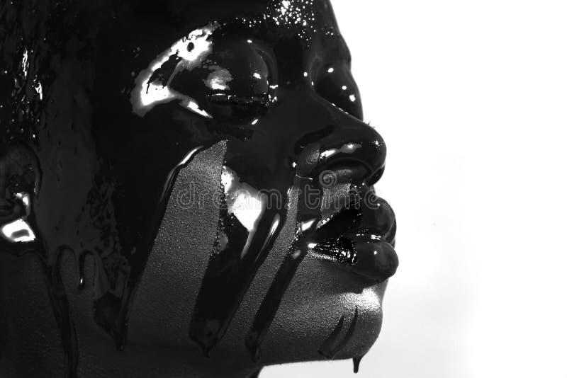 Принципиальная схема красоты женщины Amercian африканца с капанием краски стоковые изображения rf