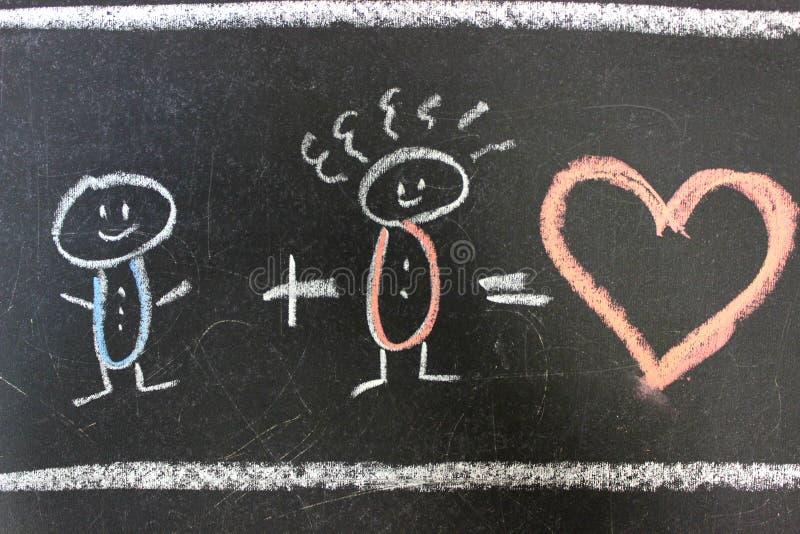 Концепция любов, семьи 2 люд в любов нарисованы с мелом на черном школьном правлении r стоковое фото rf