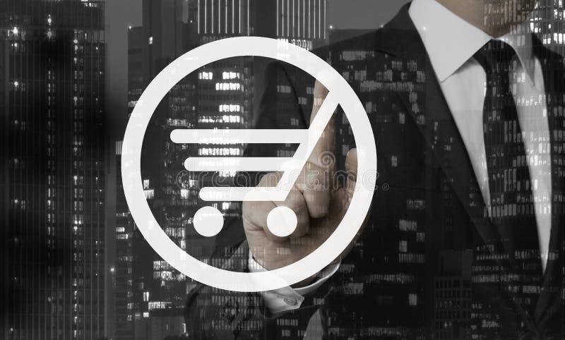 Концепция магазинной тележкаи показана бизнесменом стоковое фото rf