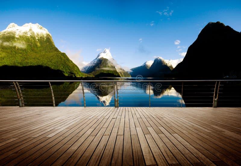 Концепция назначения перемещения Milford Sound Новой Зеландии стоковое изображение rf
