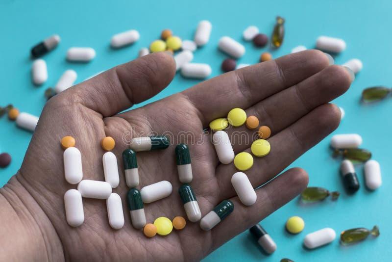Концепция наркомании пилюльки Знак помощи стоковые фото