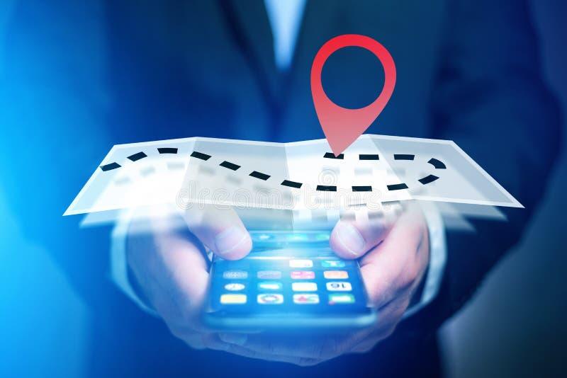 Концепция находить распорядок на карте онлайн - технология co стоковые фотографии rf