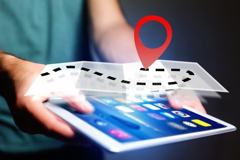 Концепция находить распорядок на карте онлайн - технология co стоковое фото