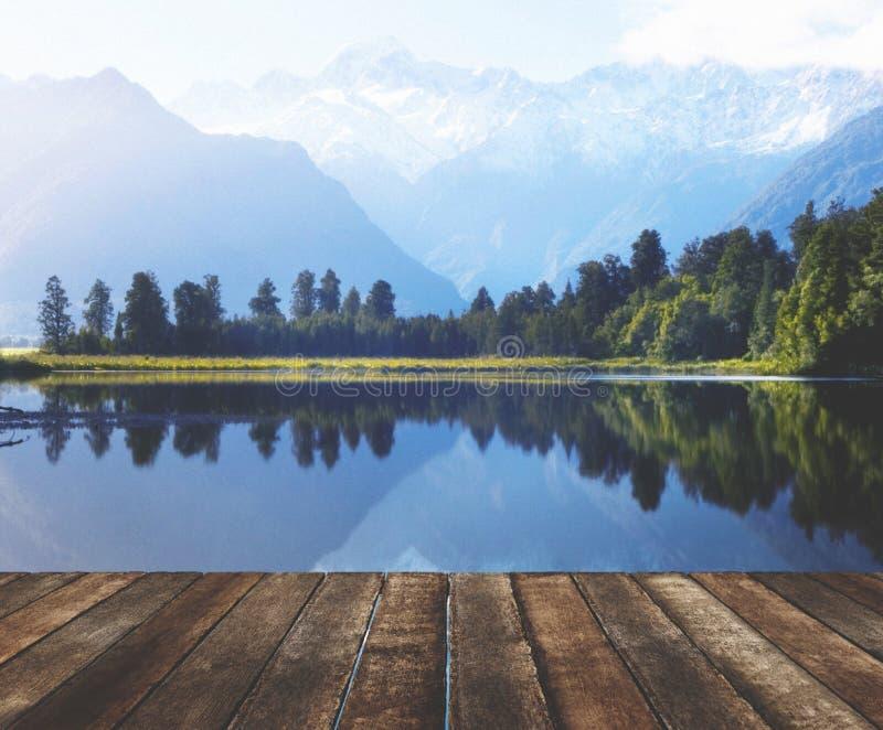Концепция Новой Зеландии перемещения Milford Sound гор стоковые фото