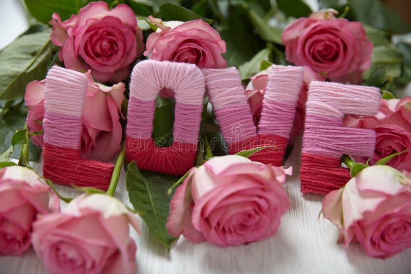 Концепция дня валентинки с влюбленностью писем стоковое фото rf