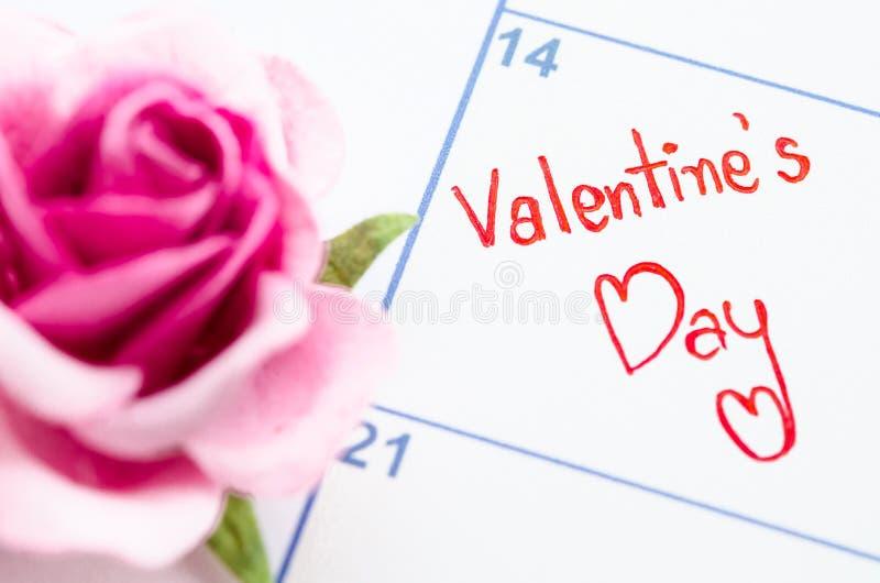 Концепция дня валентинок с календарем стоковая фотография rf