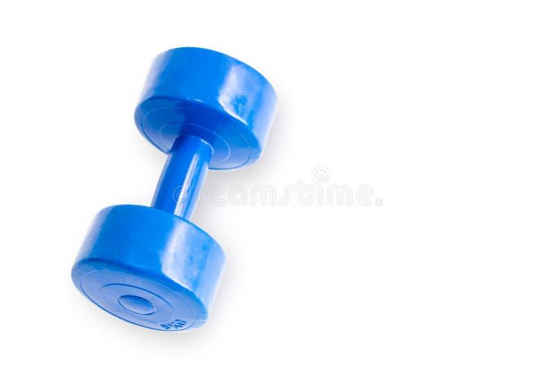 Голубая пластиковая гантель изолированная на белой предпосылке Концепция образа жизни здравоохранения и спорта Отрезок Di, отреза стоковое фото