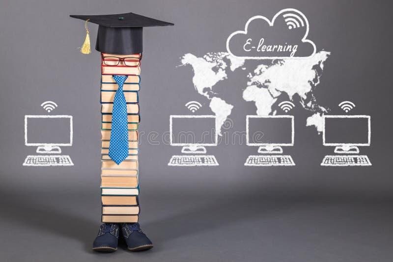 Концепция образования обучения по Интернетуу смешная стоковое фото rf