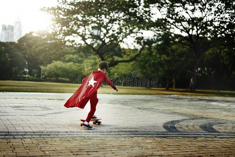 Концепция досуга счастья ребенк супергероя шаловливая стоковое изображение rf