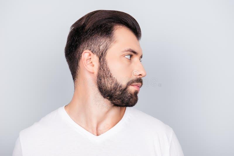 Концепция парикмахерскаи рекламы Портрет профиля бортовой handsom стоковые изображения