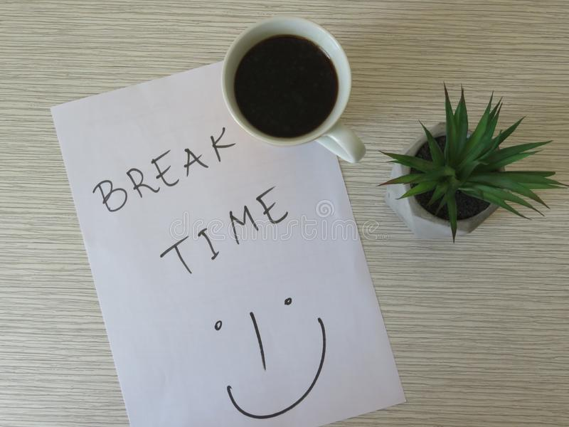 Концепция периода отдыха Утро дела, период отдыха, время кофе Состав предпосылки периода отдыха стоковая фотография