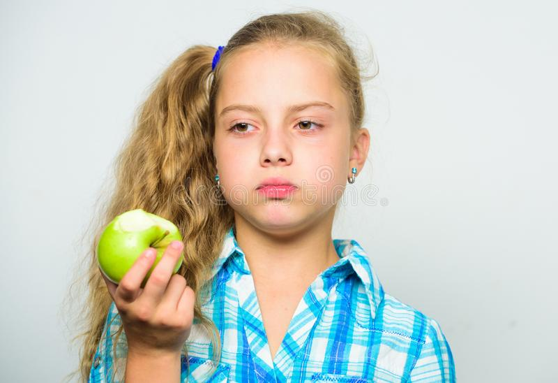 Концепция питания витамина Причины едят яблоко каждый день Питательное содержание яблока Яблоко день держит доктора отсутствующий стоковые изображения