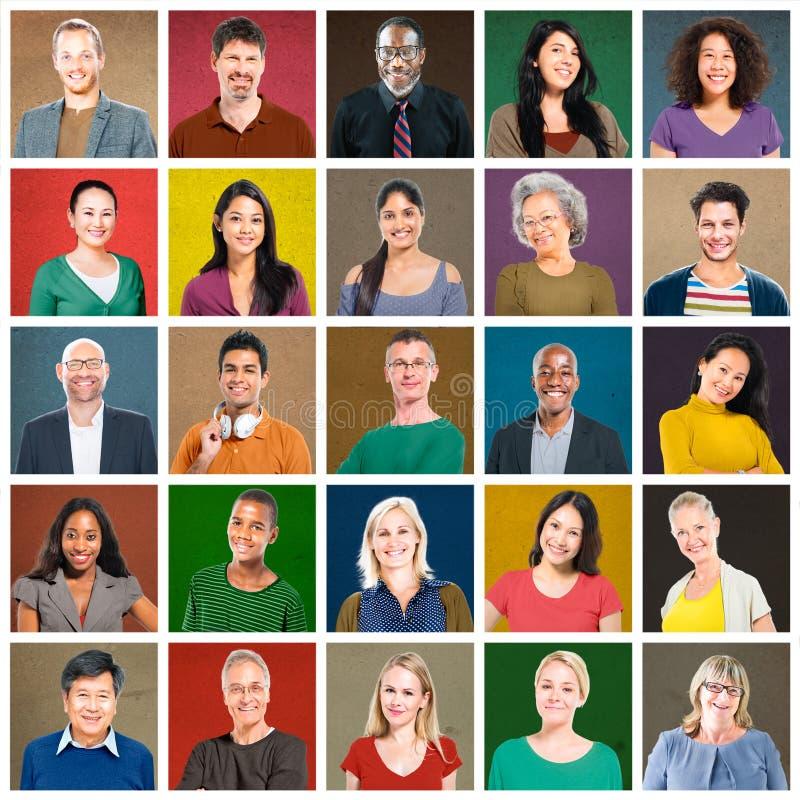 Концепция портрета многонациональных людей красочная усмехаясь стоковые фото