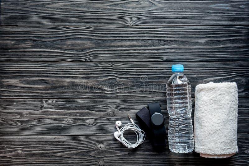 Концепция подготавливая к взгляд сверху спортивного инвентаря фитнеса стоковые фото