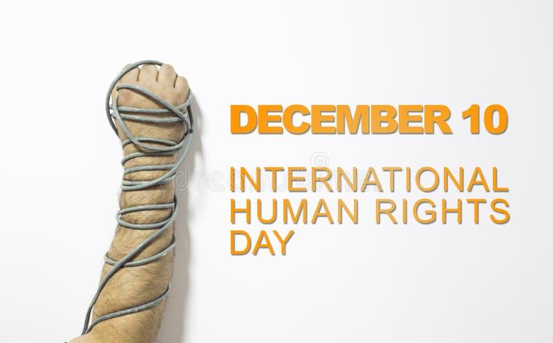 Концепция прав человека: прикованный человек против текста: День прав человека написанный на классн классном стоковое изображение rf