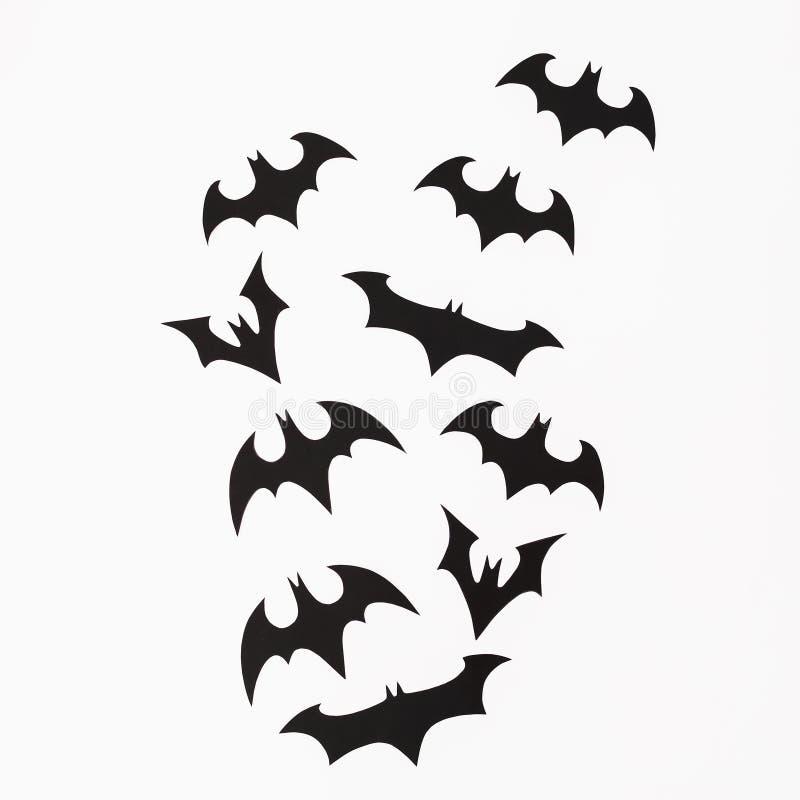 Концепция праздника хеллоуина Handmade летучие мыши черноты на белой предпосылке Плоское положение, взгляд сверху стоковые изображения rf