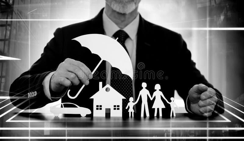 Концепция предохранения от семьи, дома и автомобиля; множественная выдержка стоковая фотография rf