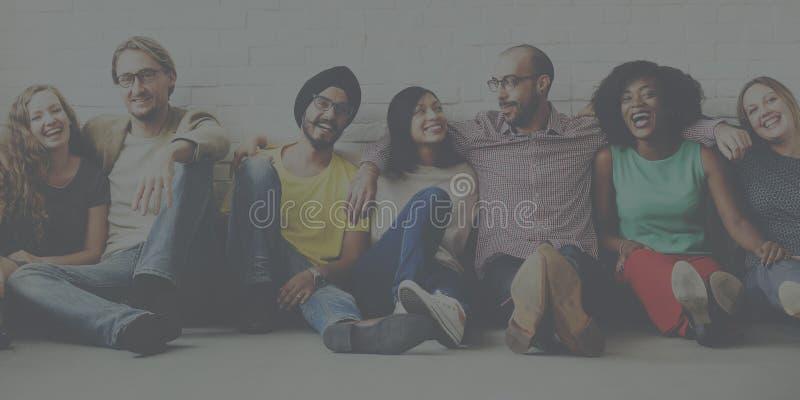 Концепция приятельства единства группы обеспечения друзей стоковое изображение rf