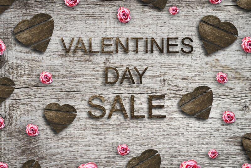 Концепция продажи на день Валентайн Деревянные сердца на серой деревянной предпосылке иллюстрация вектора