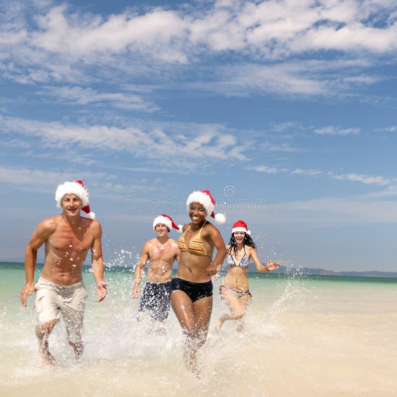 Концепция пляжа перемещения каникул шляпы Санты рождества стоковая фотография
