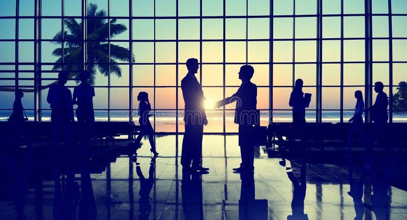 Концепция пляжа согласования партнерства рукопожатия дела корпоративная стоковое изображение rf