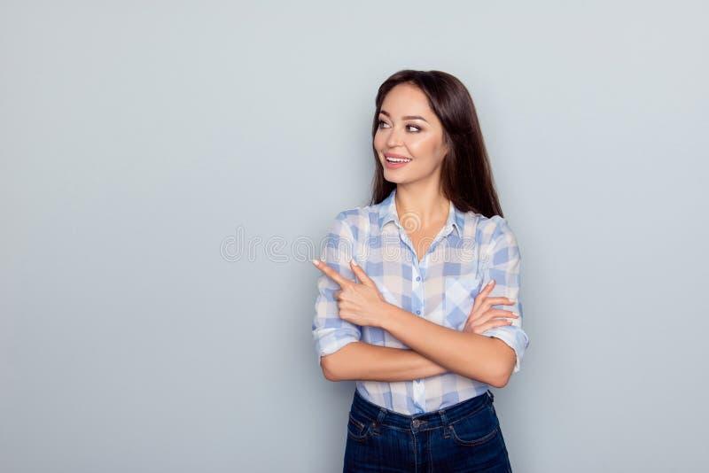Концепция рекламы Портрет довольно, милый, идеальный, caucasia стоковое изображение