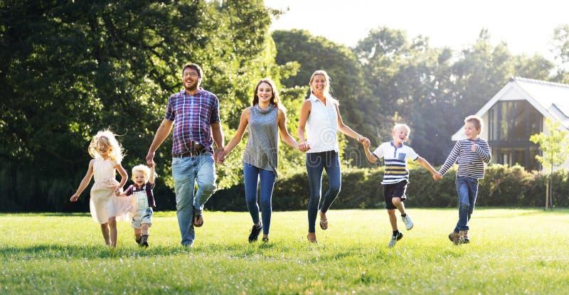 Концепция релаксации единения воспитания поколений семьи стоковое фото
