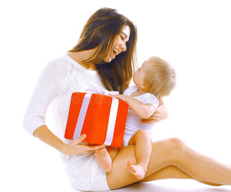 Концепция рождества и людей - счастливые усмехаясь мать и ребенок стоковые изображения rf