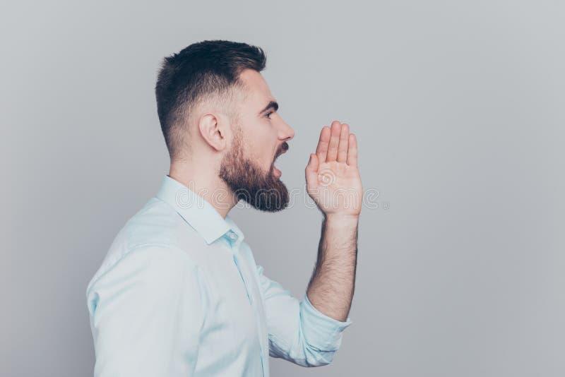Концепция руки парикмахерскаи слухов слухов Половина повернула близко вверх по studi стоковая фотография rf