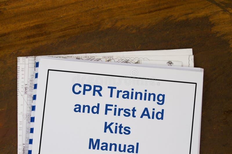 Концепция руководства тренировки и бортовых аптечек CPR стоковые изображения rf