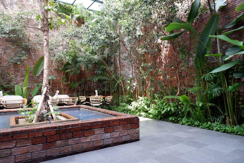 Концепция сада для вашего большего дома стоковая фотография