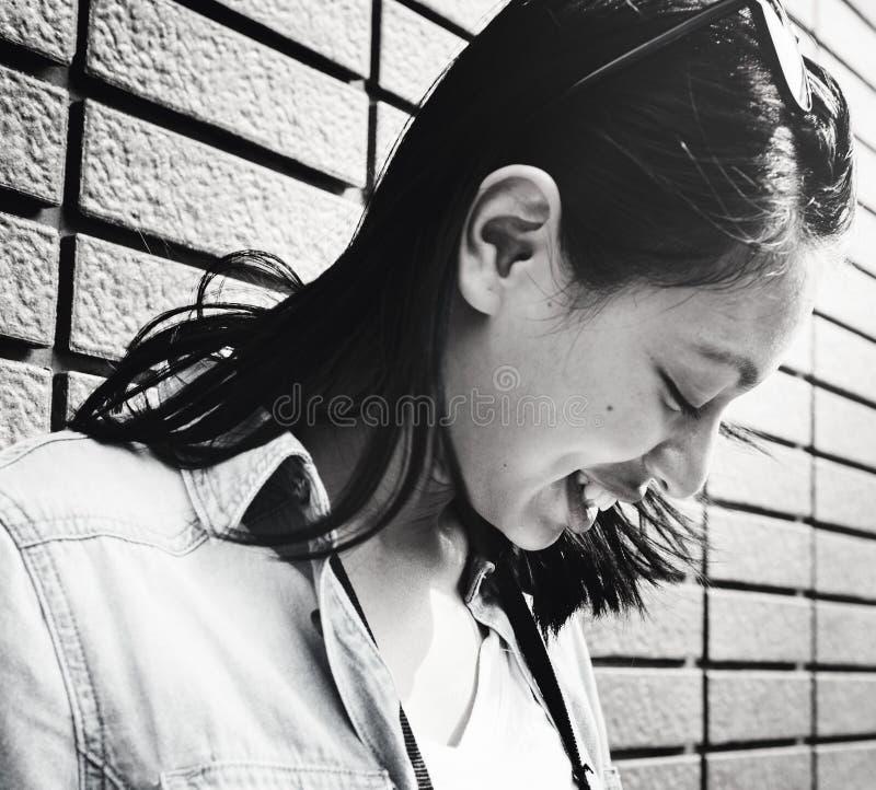 Концепция свободы образа жизни каникул женщины путешествием стоковая фотография